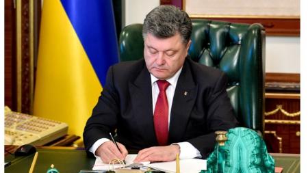 Порошенко подписал закон об отмене НДС на импорт лекарств