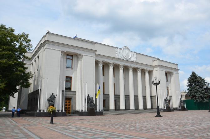 Депутати пропонують внести зміни до законодавства, які дозволять вирішити питання черг в реєстраційних службах