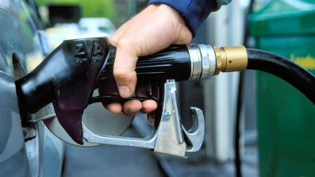 В Украине отменили обязательную сертификацию бензина и дизтоплива