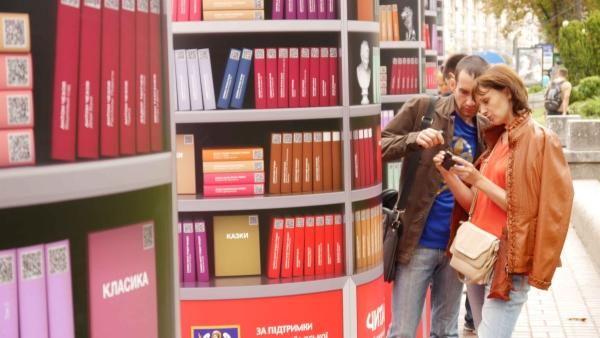 В Полтаве открылась мобильная библиотека МТС – полтавчане могут обменять одну бумажную книгу на 300 электронных