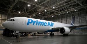 Онлайн-ритейлер Amazon представил собственный самолет Boeing 767-300, названный Amazon One