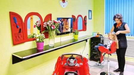 Стрижка купонов: как заработать на гламурных парикмахерских для детей