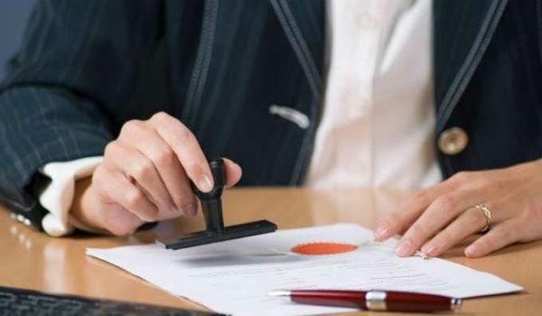 За требование договоров с оттиском печати будут привлекать к ответственности