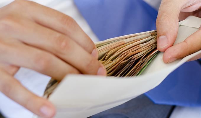"""Борьба с зарплатами """"в конвертах"""": К чему готовиться работодателям"""