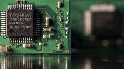 Apple и Amazon могут купить производителя микрочипов у Toshiba