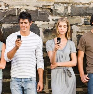 Молодое поколение одинаково любит онлайн и офлайн-магазины — исследование