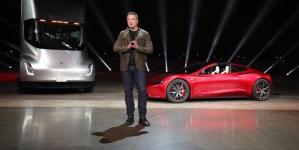 Tesla представила электрогрузовик и полноприводный спорткар