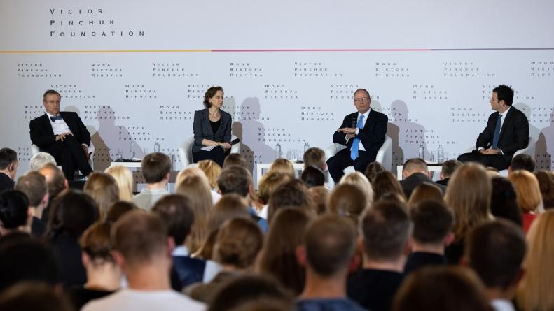 Фонд Віктора Пінчука провів публічну панельну дискусію на тему кібербезпеки та дезінформації