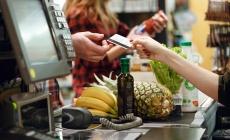 Больше 50% покупок в торговых центрах украинцы оплачивают картой — Нацбанк