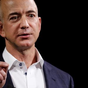 Баффет признал, что Amazon Джеффа Безоса «похож на чудо». Он жалеет, что не инвестировал в компанию