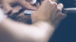 Бороды с плеч: как хайп вокруг барбершопов заставил их идти в массы и снижать цены
