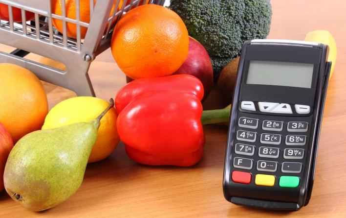 Майже 46% коштів з карток українці витрачають на харчі – ПриватБанк