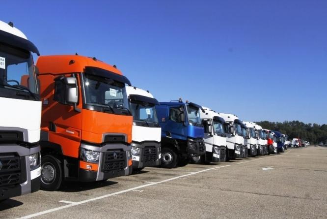 За проезд грузовиков по дорогам могут ввести плату
