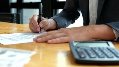 Переривання перевірки дотримання принципу «витягнутої руки» здійснюється при розгляді позовів платника податків в суді