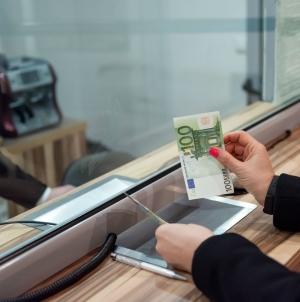 Українці сьогодні купують менше валюти, ніж до карантину