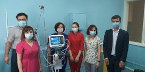 """Українські лікарні отримали нові апарати ШВЛ від фонду ПриватБанку """"Допомагати просто!"""""""