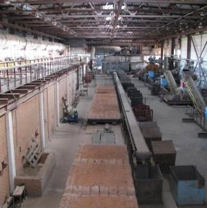 Кирпичный завода с карьером сырья